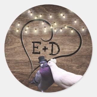 Lovebirds-u. Schnur-Licht-Monogramm-rustikale Runder Aufkleber