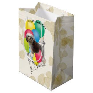Lowchen auf TAN-Blätter mit Geburtstags-Ballonen Mittlere Geschenktüte