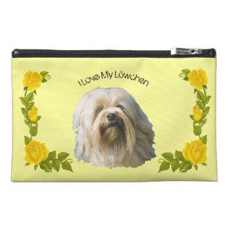 Lowchen und gelbe Rosen Reisekulturtasche