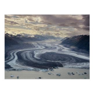 Lowell-Gletscher fließt in den Alsek Fluss herein Postkarte
