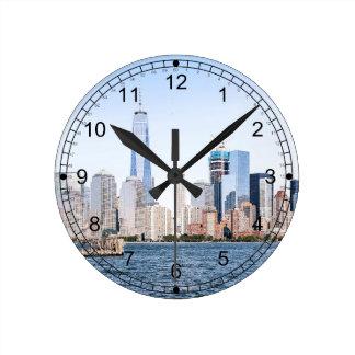 Lower Manhattan-Farbskizze-Wanduhr Runde Wanduhr