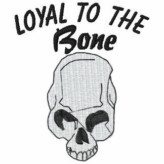 Loyal zum Knochen-Schädel gestickten Shirt
