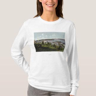 Luftaufnahme der Stadt und der Gurren-Bucht T-Shirt