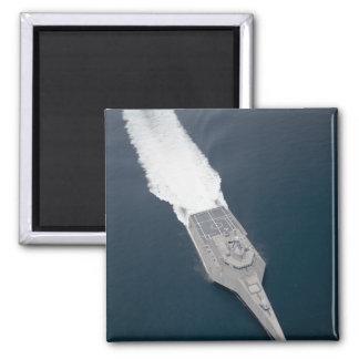Luftaufnahme des Küstenkampfschiffs Quadratischer Magnet