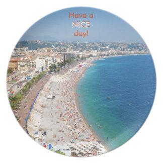 Luftaufnahme des Strandes in Nizza, Frankreich Teller