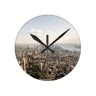 Luftaufnahme Manhattans New York Runde Wanduhr