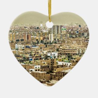 Luftaufnahme Stadtrände der aus Lima, Peru Keramik Herz-Ornament