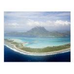 Luftaufnahme vom kleinen Pendler-Flugzeug von Bora Postkarte