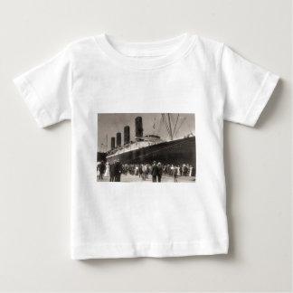 Lusitania kommt New York City 1907 an Baby T-shirt
