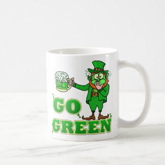 "Lustig ""gehen"" trinkender Kobold grüner Kaffeetasse"