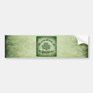 """Lustig """"seien Sie Grün und Getränk auf"""" irischem Autoaufkleber"""