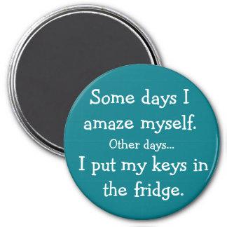 Lustig setzte ich meine Schlüssel in den Runder Magnet 7,6 Cm