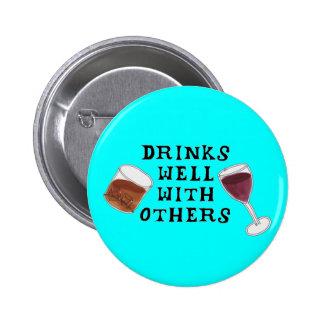 Lustige Alkohol-Getränke gut mit anderen Knopf Anstecknadelbutton