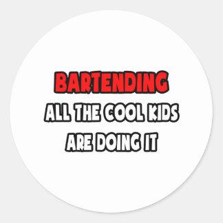Lustige Barkeeper-Shirts und Geschenke Runder Aufkleber