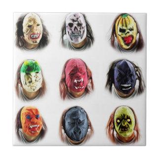 Lustige beängstigende Masken Fliese