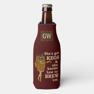 Lustige Bier-Brauer-Fass-Frau mit Monogramm 2 Flaschenkühler