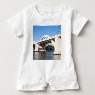 Lustige Brücke Williams, Brisbane Baby Strampler