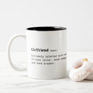 Lustige Definition der Freundin Zweifarbige Tasse