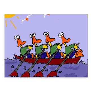 Lustige Enten in einem Reihen-Cartoon Postkarte