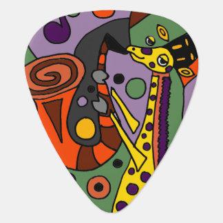 Lustige Giraffe, die Saxophon-Kunst spielt Plektron