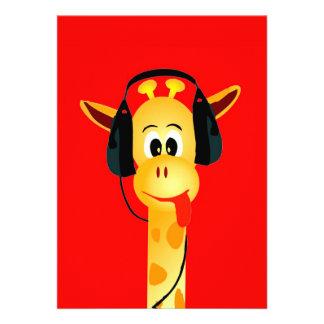 Lustige Giraffe mit bunter Comicart des Kopfhörers Personalisierte Einladung