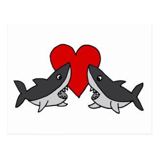 Lustige graue Haifische in der Liebe-Kunst Postkarte