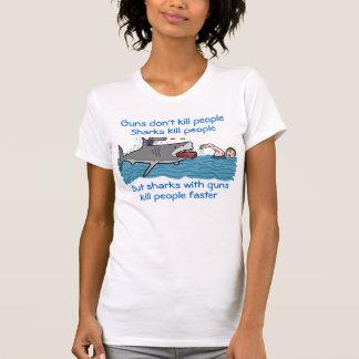 Lustige Haifisch-Gewehr-Kontrolle T-Shirt