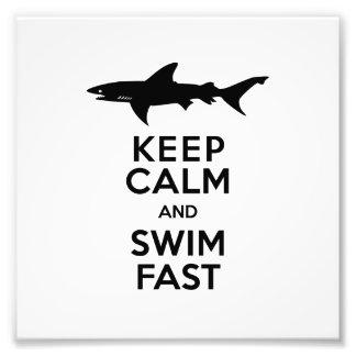 Lustige Haifisch-Warnung - behalten Sie Ruhe und Photographie