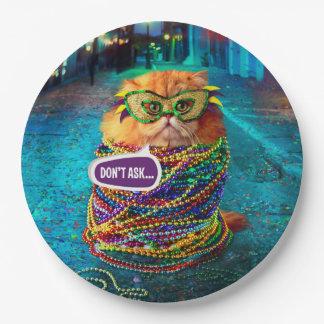 Lustige Katze mit bunten Perlen am Karneval Pappteller