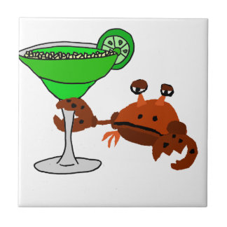 Lustige Krabbe, die Margarita-Entwurf trinkt Keramikfliese