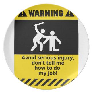 Lustige warnende Verletzung Melaminteller