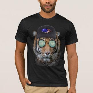 Lustige wild lebende Tiere gekleidet herauf T-Shirt