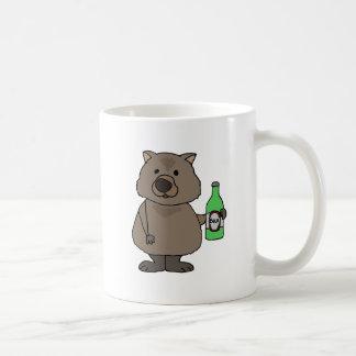 Lustige Wombat trinkende Flasche des Bier-Cartoon Kaffeetasse