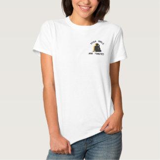Lustige Yoga-Mädchen werden verdreht Besticktes T-Shirt