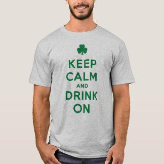 Lustigen St Patrick Tag behalten Ruhe und trinken T-Shirt