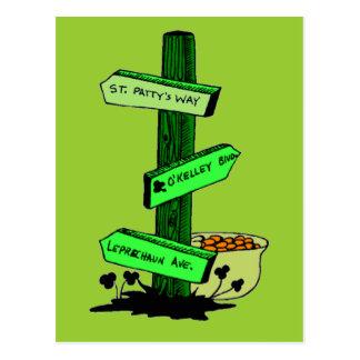 Lustigen St Patrick TagesWegweiser-Postkarte Postkarte