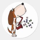 Lustiger Basset Hound-Hund, der Saxophon spielt Runder Aufkleber