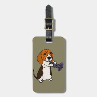Lustiger Beagle-Hund, der Trompete spielt Kofferanhänger