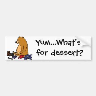 Lustiger Brown-Bär, der Wanderer-Cartoon isst Autoaufkleber