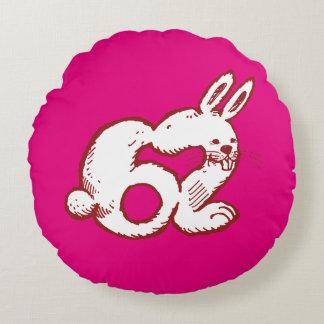 lustiger Cartoon der Kaninchenzahl 62 Rundes Kissen