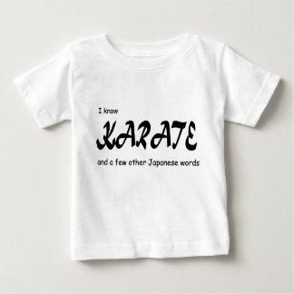 Lustiger Entwurf. Ich kenne Karate + andere Baby T-shirt