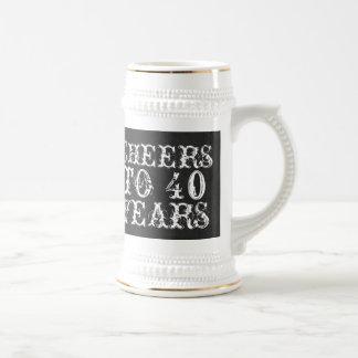 Lustiger Gewohnheitsbeifall zu 40 Jahren Bierglas