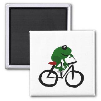 Lustiger grüner Frosch, der Fahrrad fährt Quadratischer Magnet