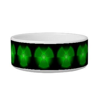 Lustiger grüner glühender napf
