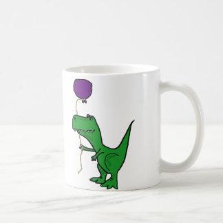Lustiger grüner Trex Dinosaurier, der Ballon hält Kaffeetasse