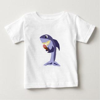 Lustiger Haifisch, der Eistüte isst Baby T-shirt