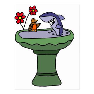 Lustiger Haifisch in einem Birdbath Postkarte