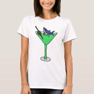Lustiger Haifisch in grünem Martini-Glas T-Shirt