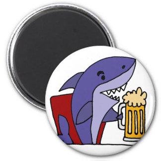 Lustiger Haifisch-trinkendes Bier Runder Magnet 5,7 Cm