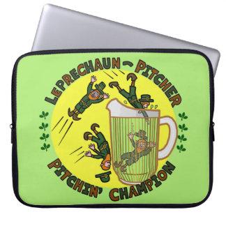 Lustiger Heiligen Patrick Tageskobold-Krug Laptopschutzhülle
